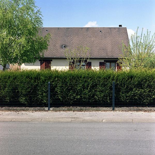 maison-lotissement-beton-vert-01