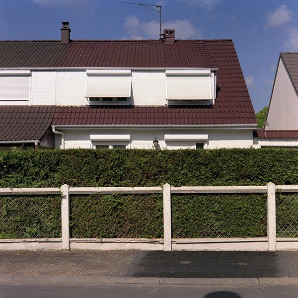 maison-lotissement-beton-vert-60